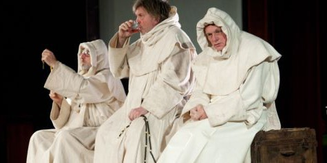 Drie monniken VOORPAGINA Artemis/Veenfabriek foto: Kurt van der Elst