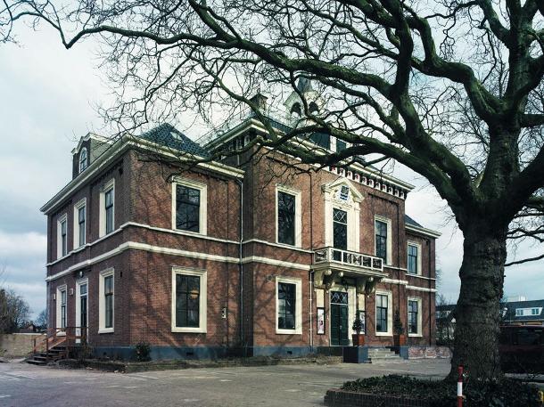 Verkoop het oude raadhuis hoofddorp van de baan theaterkrant for Hoofddorp theater