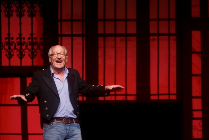 Citaten Youp Van T Hek : Licht door youp van t hek theaterkrant