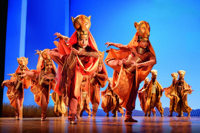 Kostuums Lion King.The Lion King Door Stage Entertainment Theaterkrant